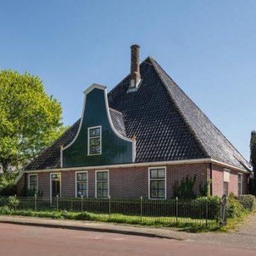 Voormalig gemeentehuis Venhuizen te koop